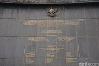 Tulisan di badan monumen (Shinta/detikTravel)