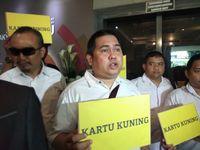 Datangi Bawaslu, GNR Bawa Kartu Kuning untuk Prabowo