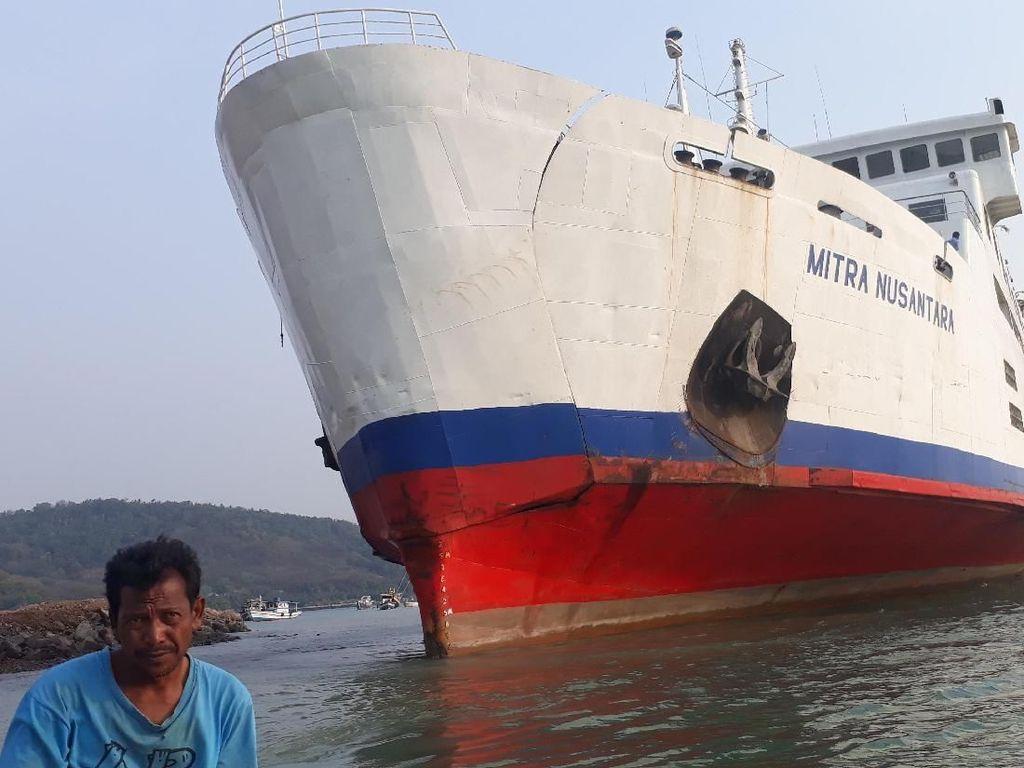 KMP Mitra Nusantara Kandas di Perairan Merak, Penumpang Telantar
