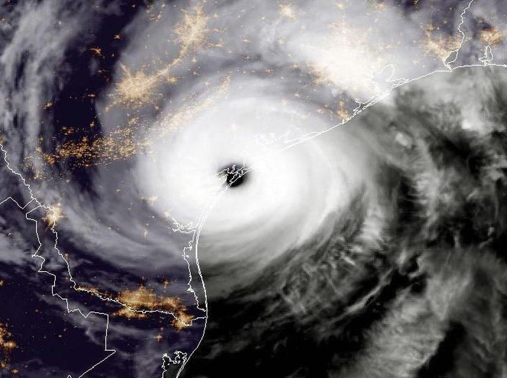 Penampakan Badai dari Citra Satelit