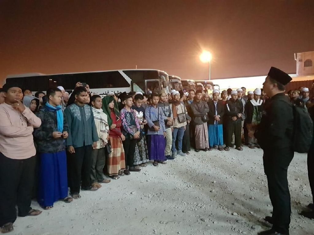 178 Pelajar RI Diseberangkan dari Oman ke Yaman Pakai 4 Bus