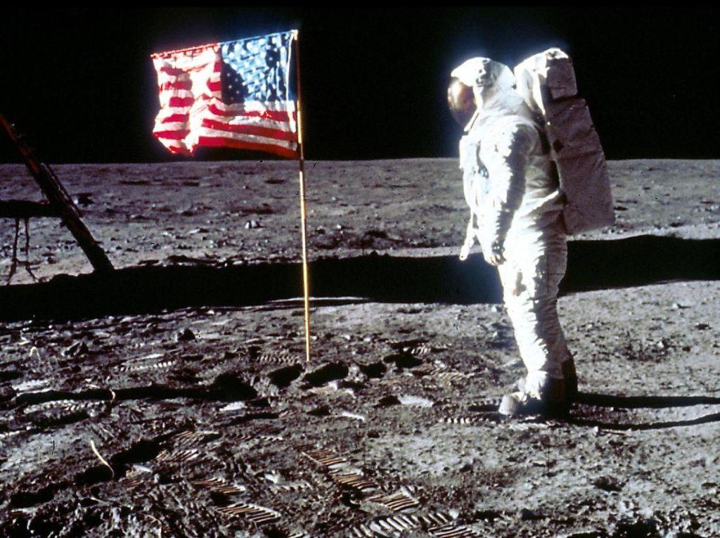 Hari Ini 51 Tahun Lalu, Manusia Pertama Berjalan di Bulan