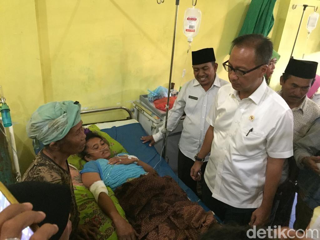 Mensos Serahkan Santunan ke Ahli Waris Korban Tewas Gempa Situbondo
