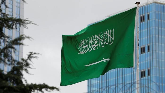 A Saudi flag flutters atop Saudi Arabias consulate in Istanbul, Turkey October 8, 2018. REUTERS/Murad Sezer