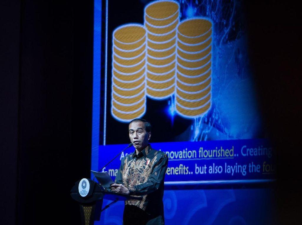 Bicara soal Fintech, Jokowi: Kita Sikapi dengan Aturan yang Ringan