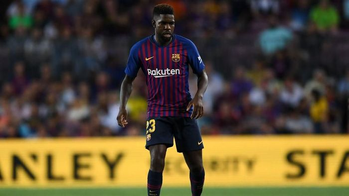 Cedera lutut Samuel Umtiti dikabarkan parah dan mengancamnya absen panjang. (Foto: David Ramos/Getty Images)