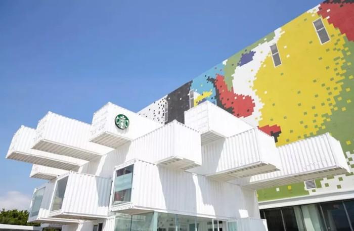 Unik dan Cantik! Gerai Starbucks Ini Dibuat dari Peti Kemas Bekas