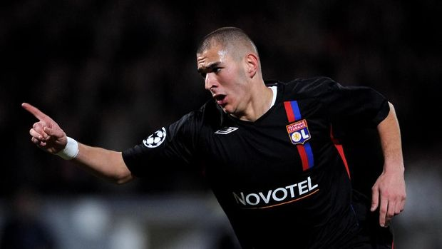 LYON, FRANCE - FEBRUARY 20:  Karim Benzema of Lyon celebrates after scoring during the UEFA Champions League first knockout round, first leg match between Lyon and Manchester United at the Stade Gerland on February 20, 2008 in Lyon, France.  (Photo by Shaun Botterill/Getty Images)