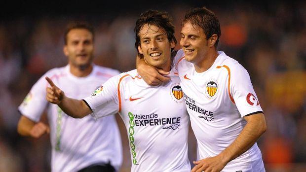 Silva (tengah) saat masih bersama Valencia.