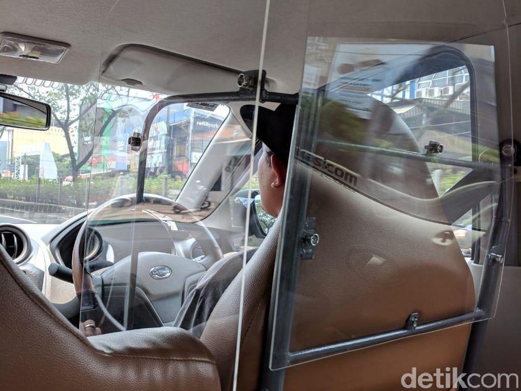 Dinding Kaca Antibegal di Taksi Online
