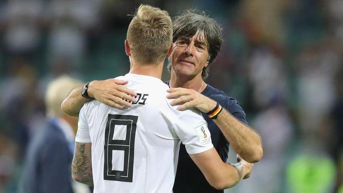 Toni Kroos tetap mendukung pelatih Jerman Joachim Loew. (Foto: Alexander Hassenstein/Getty Images)