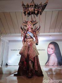 Wakili Indonesia, Vania Fitryanti Bawa Rumah Gadang di Miss International 2018