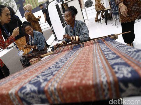 Aneka kerajinan Indonesia di Ajang IMF-WB Bali.