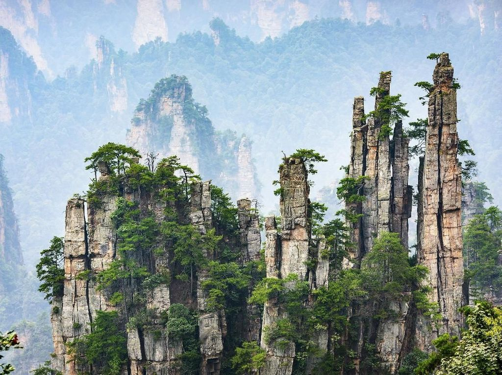 Foto: Fenomena Gunung Melayang di China