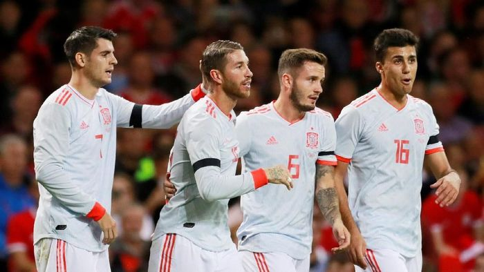 Soccer Football - International Friendly - Wales v Spain - Principality Stadium, Cardiff, Britain - October 11, 2018  Spains Sergio Ramos celebrates with Alvaro Morata, Saul Niguez and Rodri after scoring their second goal   Action Images via Reuters/Andrew Couldridge