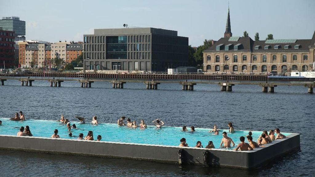 Foto: Kolam Renang Terapung di Tengah Sungai
