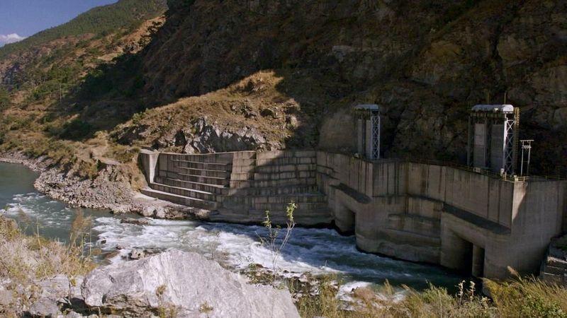 Foto: Terlebih lagi, hampir semua listrik negara berasal dari tenaga air. Bahkan, Bhutan menghasilkan begitu banyak pembangkit listrik tenaga air yang dijualnya ke negara-negara tetangga, yang diklaim oleh Bhutan menyisihkan 4,4 juta ton emisi CO2 tahunan (CNN Travel)
