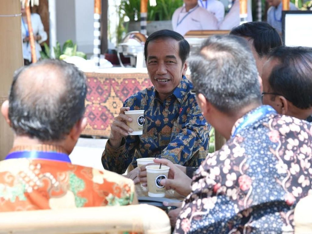 Di Sela Pertemuan IMF-World Bank, Jokowi Ajak Menteri Ngopi