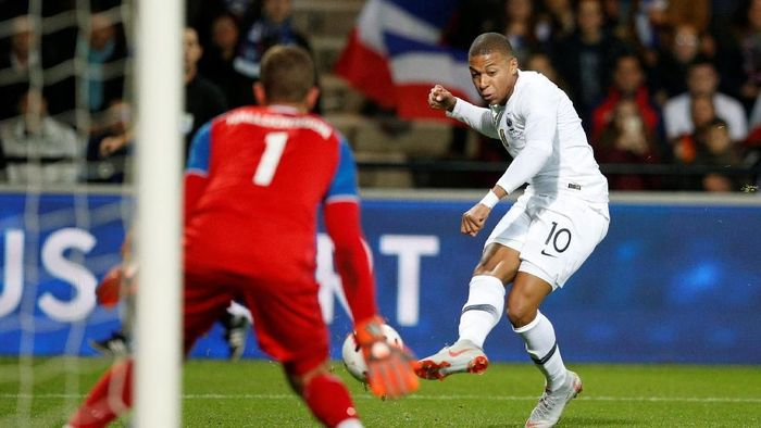 Kylian Mbappe menyelamatkan Prancis dari kekalahan di laga uji coba kontra Islandia. (Foto: Stephane Mahe/REUTERS)