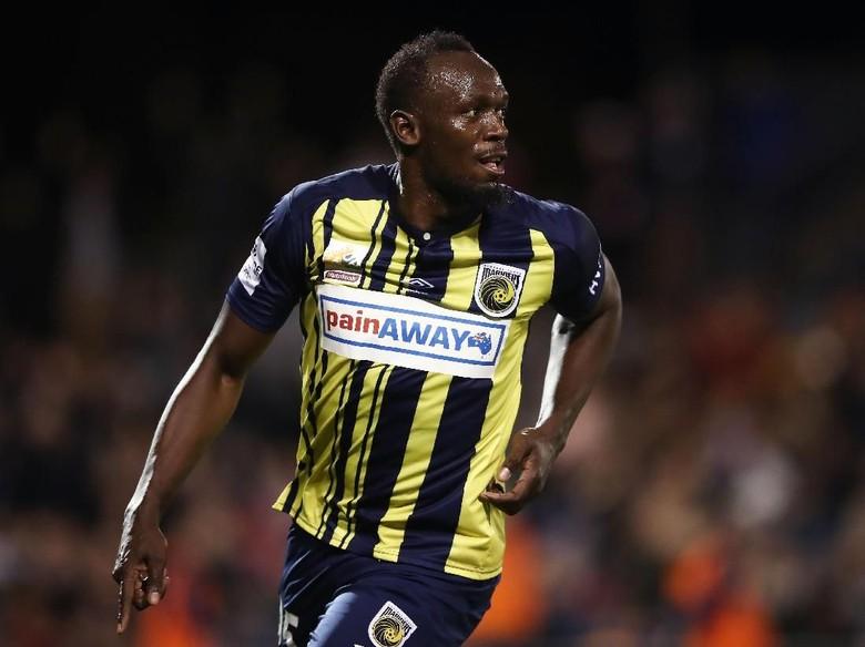 Usain Bolt Cetak Gol Profesional Pertamanya