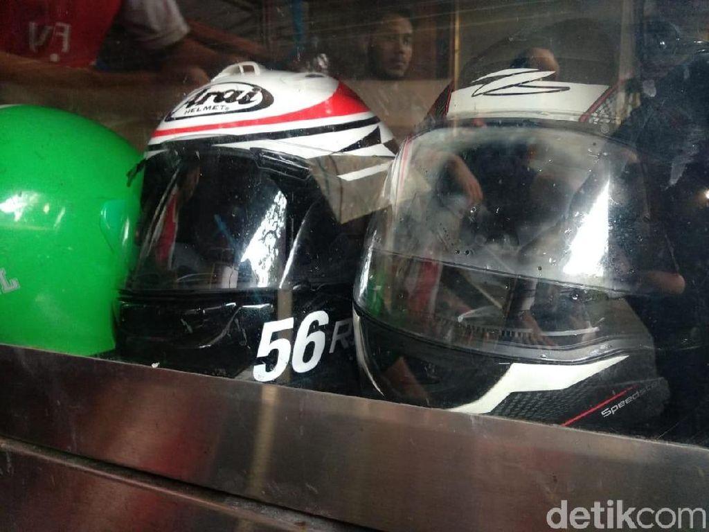 Bersihkan Helm Motor Secara Rutin Bisa Cegah Virus Corona
