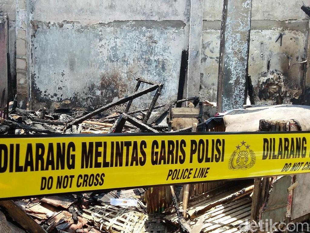 Polisi Olah TKP Kebakaran Stan di Pasar Induk Bondowoso
