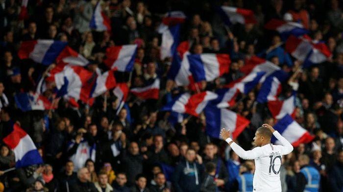 Gol penalti Kylian Mbappe menyelamatkan Prancis dari kekalahan melawan Islandia. (Foto: Stephane Mahe/Reuters)