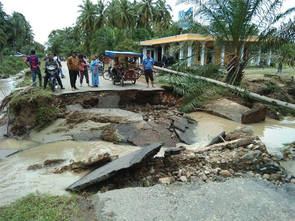 Video: Terjangan Banjir di Mandailing Natal, 17 Nyawa Melayang