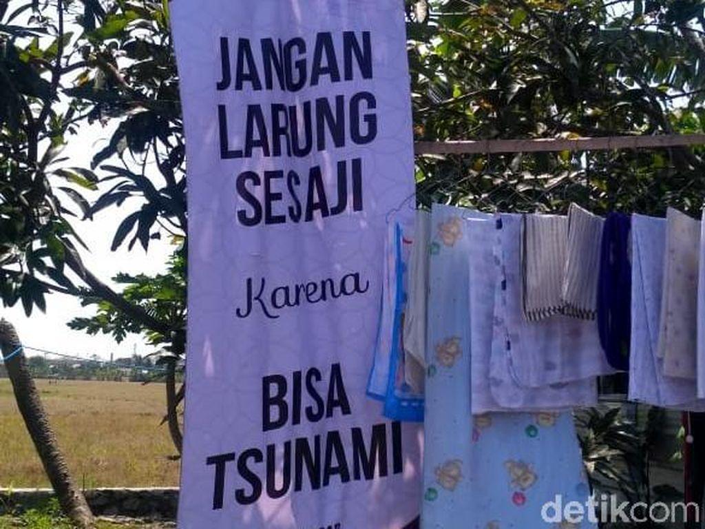 Tentang Banner Jangan Larung Sesaji karena Bisa Tsunami di Cilacap