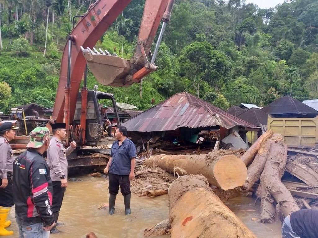 Korban Tewas Banjir Mandailing Natal 17 Orang, Mayoritas Anak Sekolah