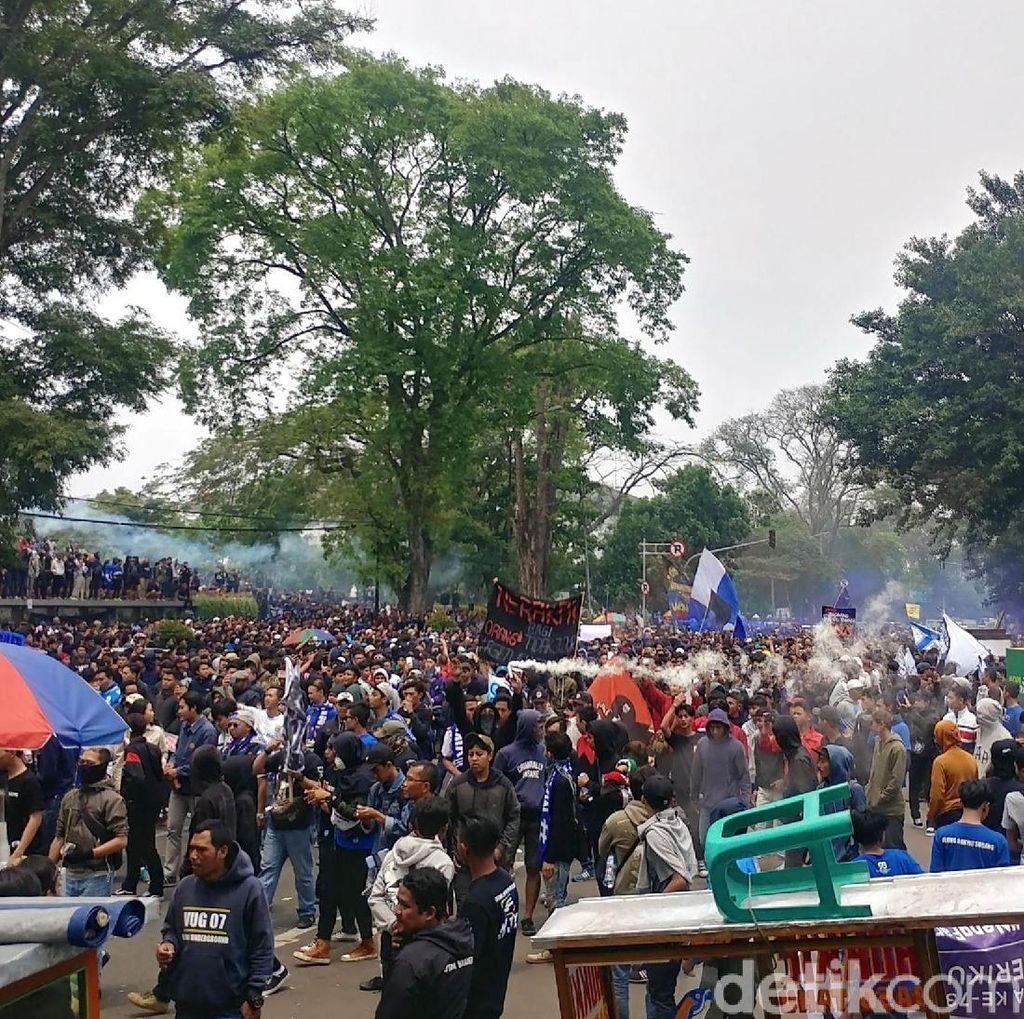 Ridwan Kamil Minta Bobotoh Sampaikan Suara dengan Tertib