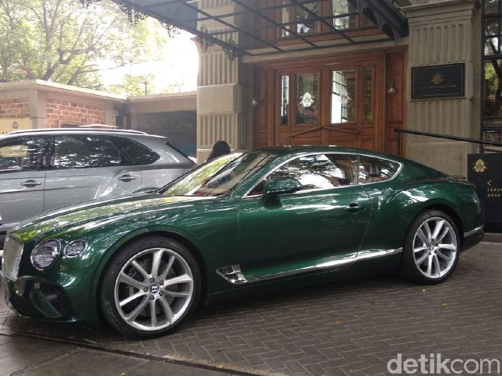 Komunitas Supercar Indonesia Menjajal Bentley Continental GT