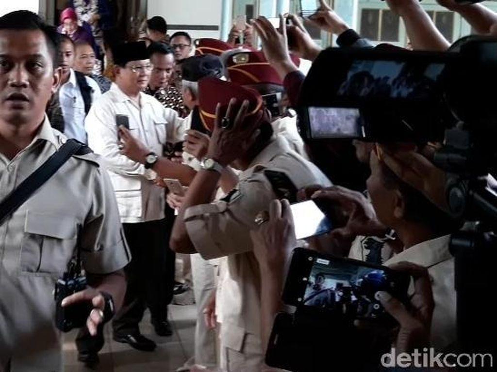 Prabowo ke Solo Kunjungi Mangkunegaran dan Relawan