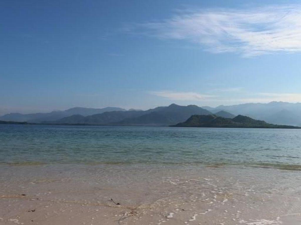 Polewali Mandar Punya Pantai Cantik Buat Libur Akhir Pekan