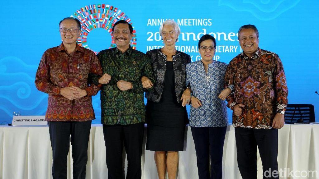 Saling Bergandeng Tangan Tutup IMF-WB di Bali