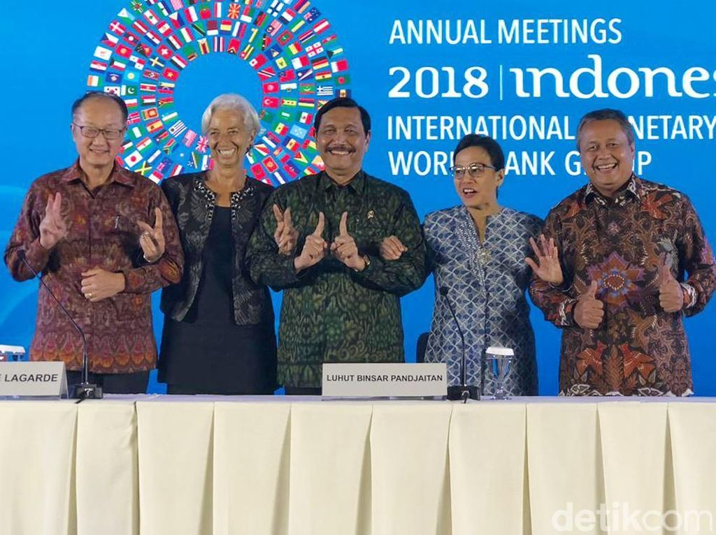 Saat Luhut Ogah Pose Dua Jari di IMF-World Bank
