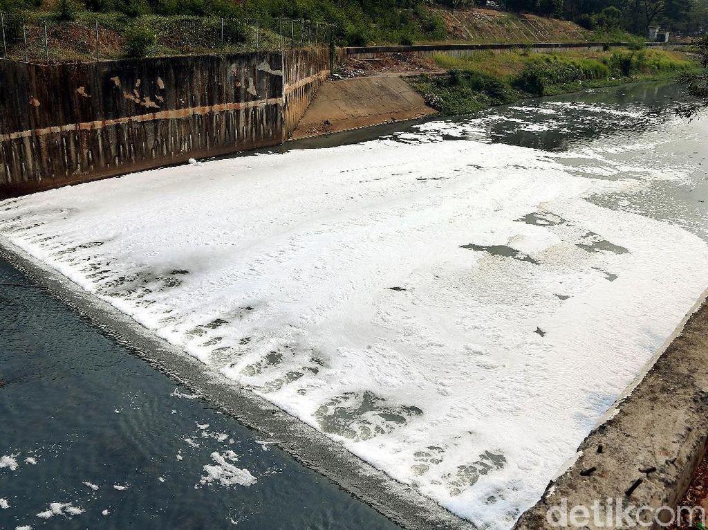 Kondisi Kanal Banjir Timur Kian Memprihatinkan