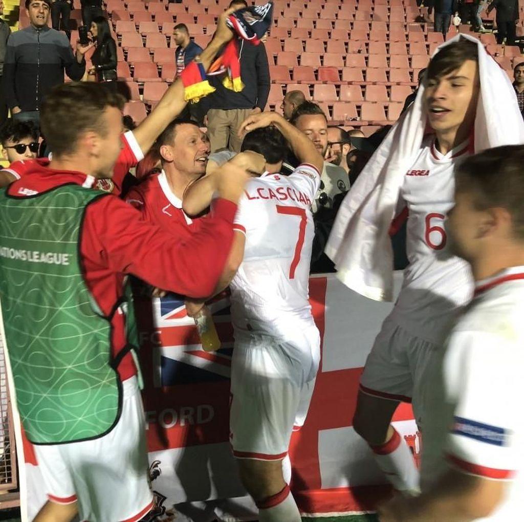 Kemenangan Perdana Gibraltar dan Lagu Kebangsaan yang Tertukar