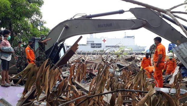Evakuasi korban gempa dan tsunami di Kelurahan Patoloan, Palu, Sulawesi Tengah, Senin (15/10).