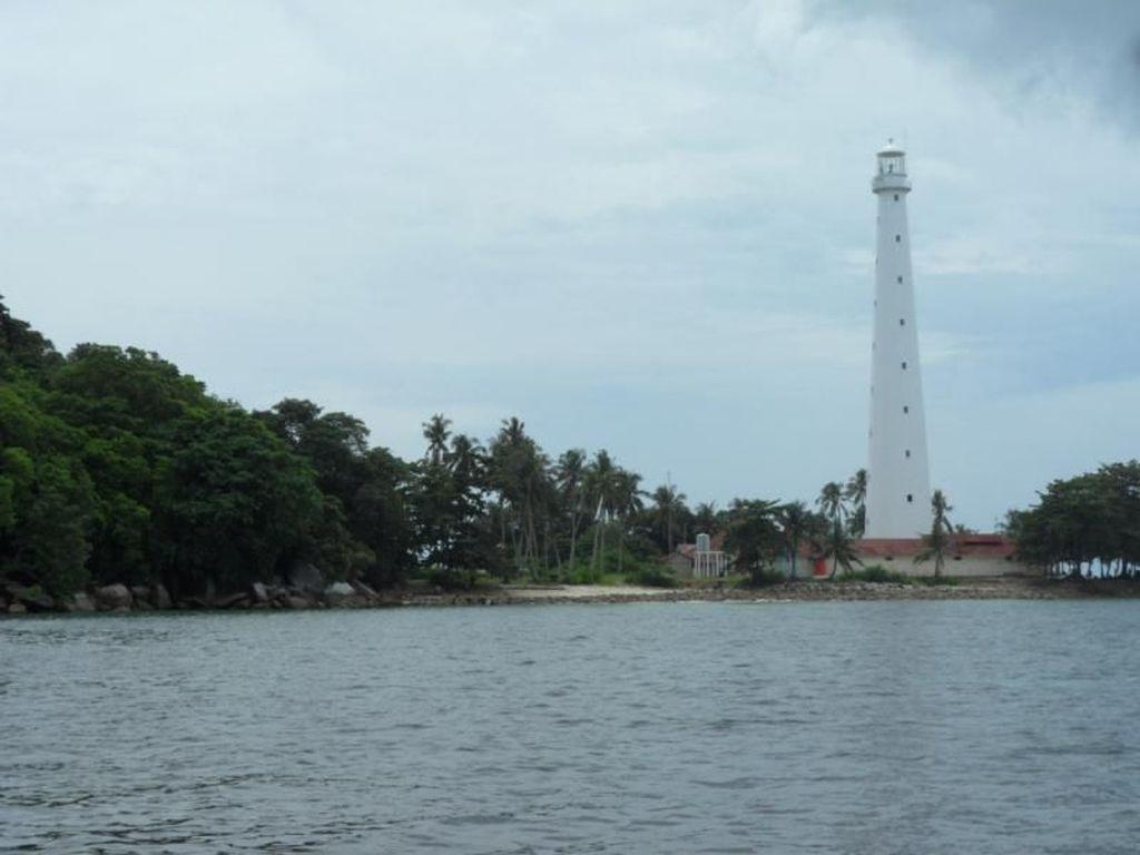 Hopping Island Pulau Cantik Nan Unik di Belitung