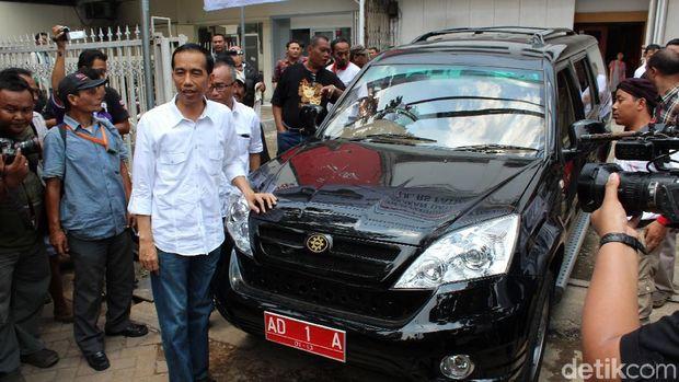 Esemka saat diantar Jokowi uji emisi
