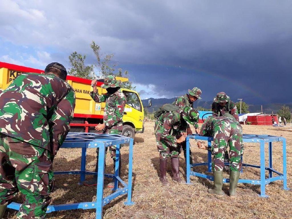 Bantu Korban Gempa di Sigi, TNI Dirikan 104 Tenda Hunian Sementara