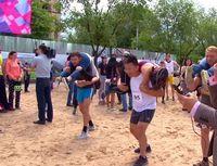 Unik! Lomba Lari Sambil Gendong Istri di Kazakhstan