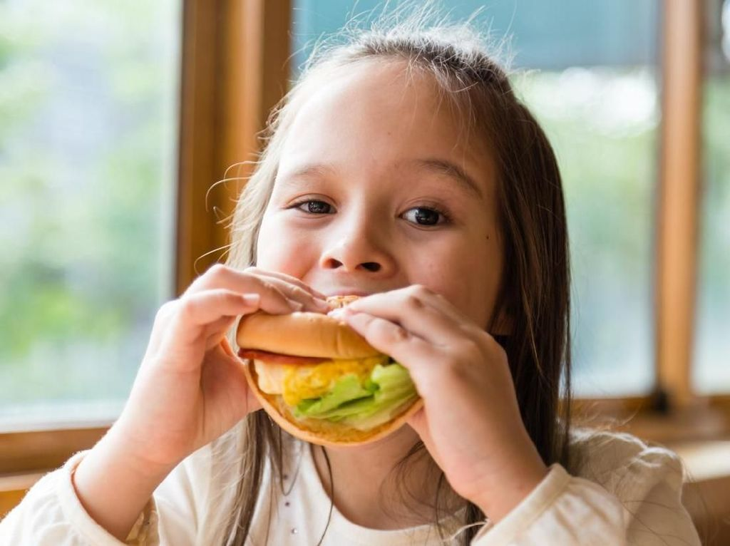 Ini Trik Tambahkan Sayuran Pada 5 Fast Food Favorit Anak