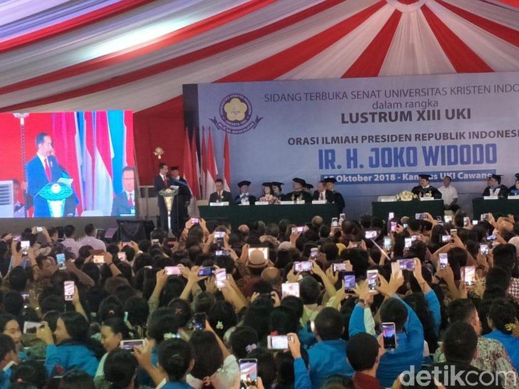 Jokowi Hadiri Sidang Terbuka Senat Universitas Kristen Indonesia
