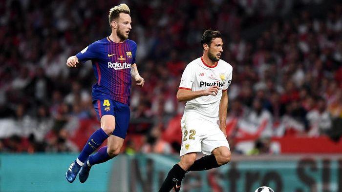 Laga Barcelona vs Sevilla akan memanaskan Liga Spanyol akhir pekan ini (Foto: David Ramos/Getty Images)