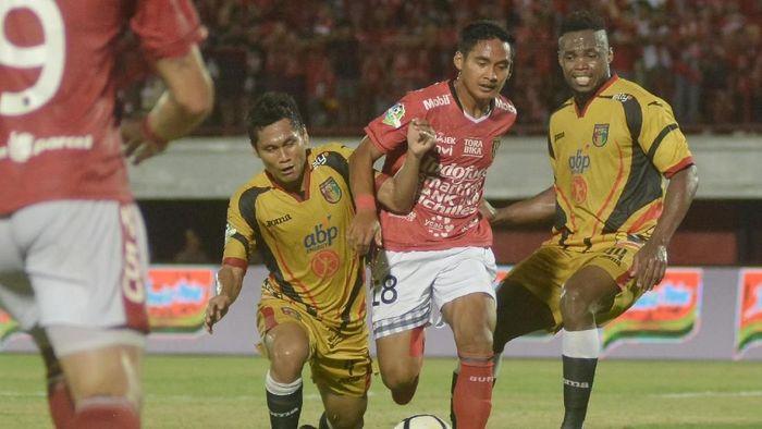 Bali United menang 1-0 atas Mitra Kukar (ANTARA FOTO/Fikri Yusuf)