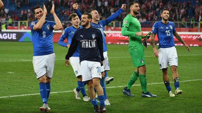 Pemain Timnas Italia berselebrasi usai menang 1-0 atas Polandia di lanjutan UEFA Nations League. (Foto: Claudio Villa/Getty Images)