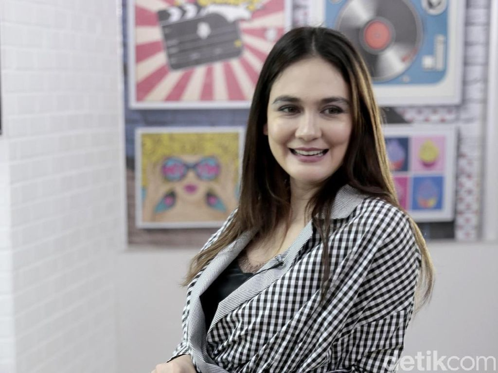 Luna Maya: Model Video Klip Cool Colors sampai Jadi Sundel Bolong