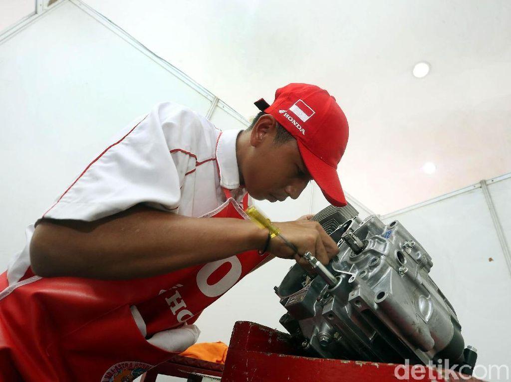 Jadi Mekanik Honda, Siswa SMK Harus Atasi Motor dengan Cepat
